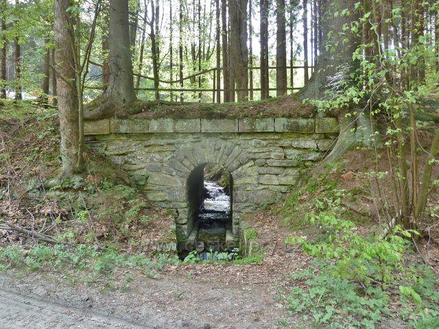 Branná - mostek po bývalé lesní železnici pod hájovnou Banjaluka