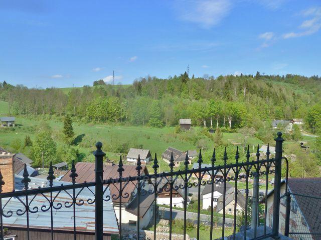 Branná - pohled od kostela sv. Michaela na silnici od Vikantic