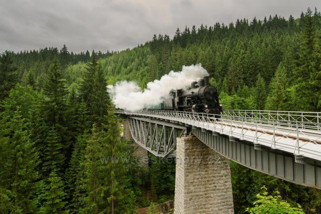 Parní lokomotiva 354.7152, vozy Ce/Ci -17.06.2017 na trati Kořenov - Harrachov.