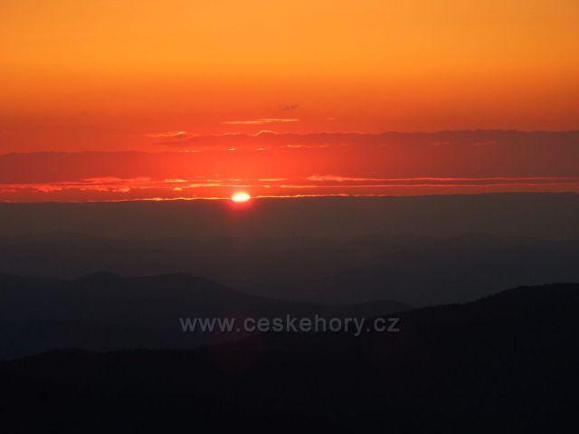 Západ slunce na Ještědu
