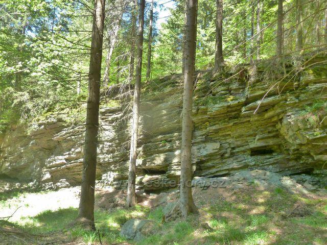 Skaliska nad Jelením potokem u druhého poldru