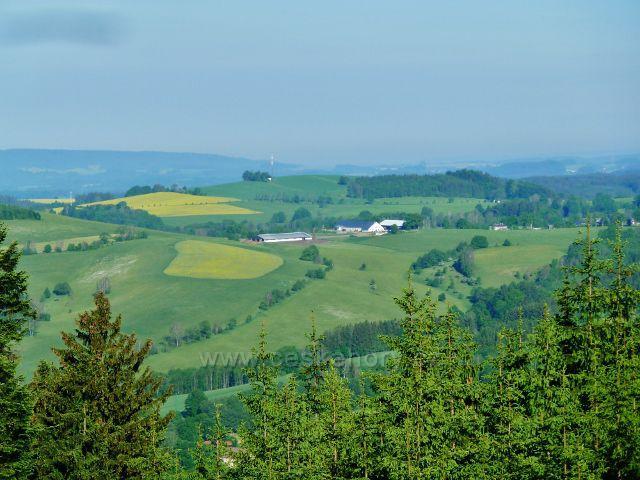 Pohled od bývalé lesní školky v Mladkově k Vlčkovicím