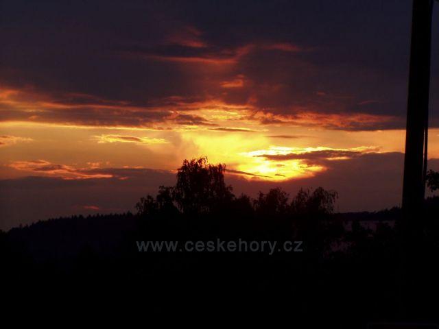 hořící nebe nad Náchodem