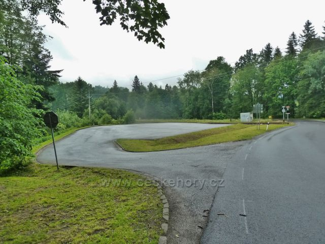 Zlaté Hory - parkoviště před vstupem do Údolí ztracených štol