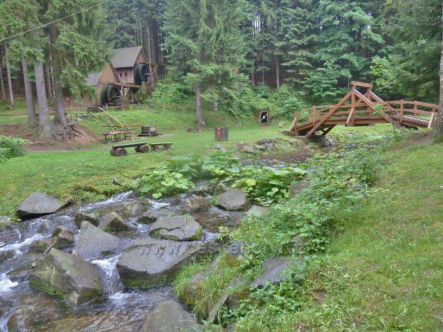 Nový mostek přes Olešnici v areálu Zlatorudných mlýnů