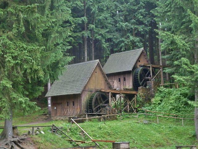 Sruby s mlýnem a hamrem nad říčkou Olešnicí v Údolí ztracených štol