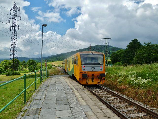 Regionova na zastávce ČD Česká Ves-bazén