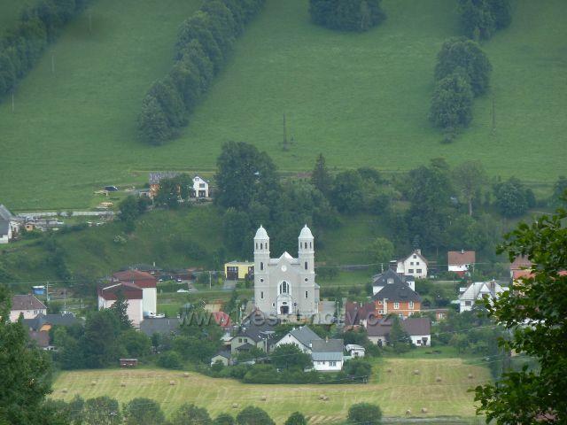 Pohled z úbočí vrchu Krajník na kostel sv.Josefa v České Vsi