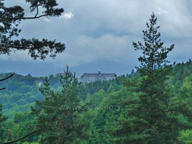 Lázně Jeseník - pohled z úbočí vrchu Krajník na Priessnitzovo sanatorium