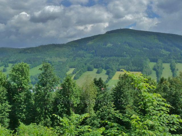 Lázně Jeseník -pohled z úbočí vrchu Krajník na protilehlý  Zlatý chlum
