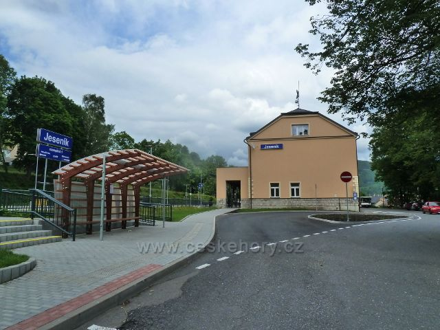 Jeseník - zrekonstruované nádraží ČD včetně nové autobusové zastávky