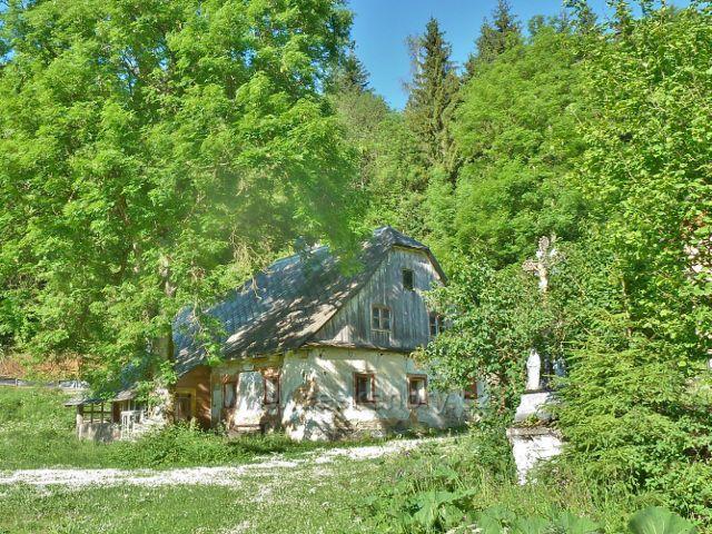 Ostružná - jedna z původních chalup v horní části obce pod sjezdovkou