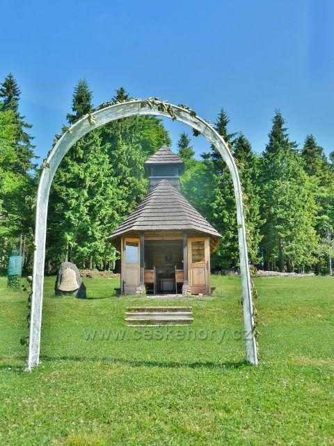 Svatební brána před kaplí sv. Kryštofa