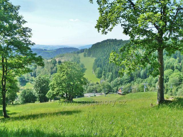 Paprsek - pohled ze sjezdovky k Velkému Vrbnu