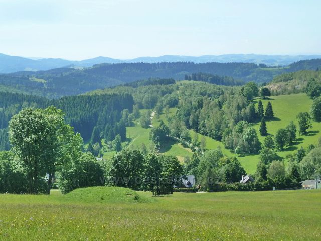 Paprsek - pohled ze sjezdovky k Velkému Vrbnu a na Hanušovickou vrchovinu