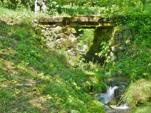 Velké Vrbno - mostek přes Vrbenský potok v horní části obce