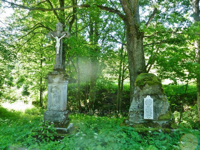Velké Vrbno - Boží muka a pamětní tabule obce