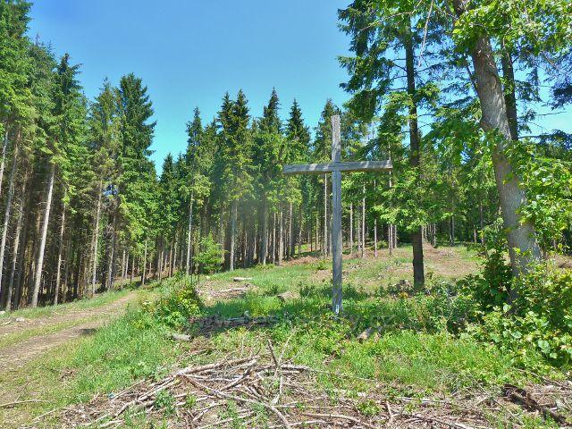 Ostružná - dřevěný kříž na rozcestí U Líp