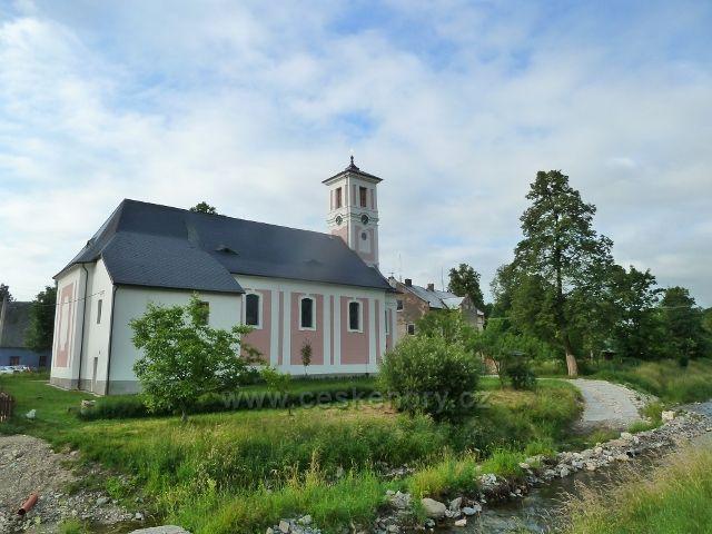 Kobylá nad Vidnávkou - kostel sv.Jáchyma na břehu říčky Vidnávky