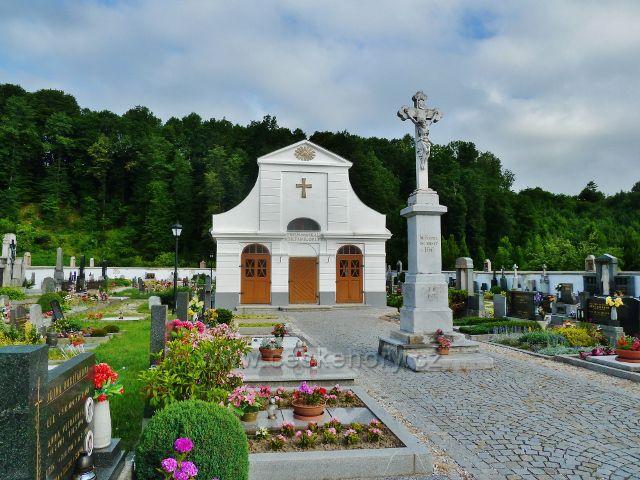Kobylá nad Vidnávkou - místní hřbitov s kaplí po opravě