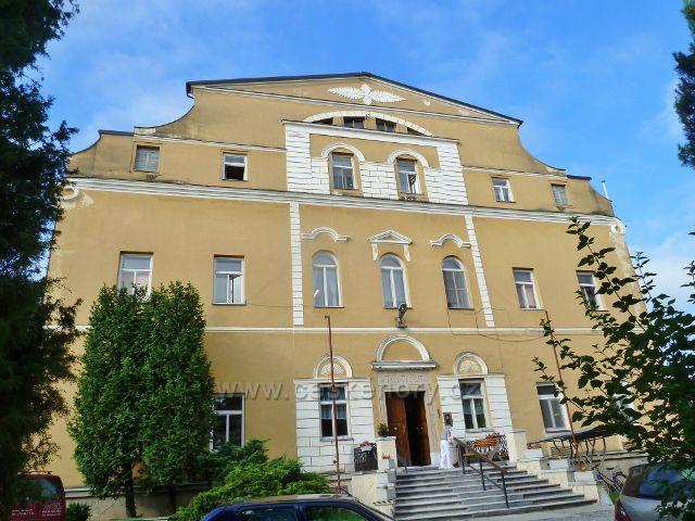 Kobylá nad Vidnávkou - průčelí zámku