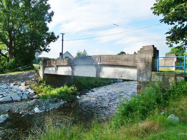 """Kobylá nad Vidnávkou - """"Karlův most"""" přes Vidnávku z roku 1906"""