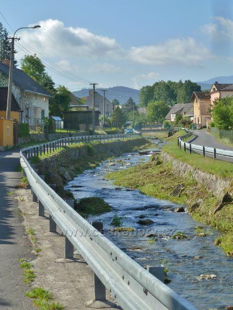 Vápenná - obcí protéká říčka Vidnávka