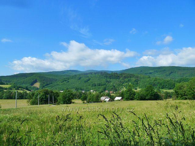 Vápenná - pohled na pásmo Rychlebských hor nad Polkou