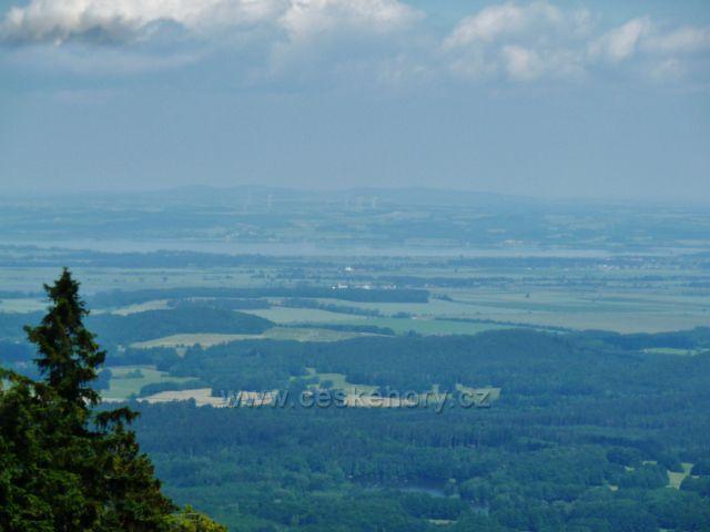 Vápenná - pohled z úbočí vrchu Na Radosti k Velké Kraši