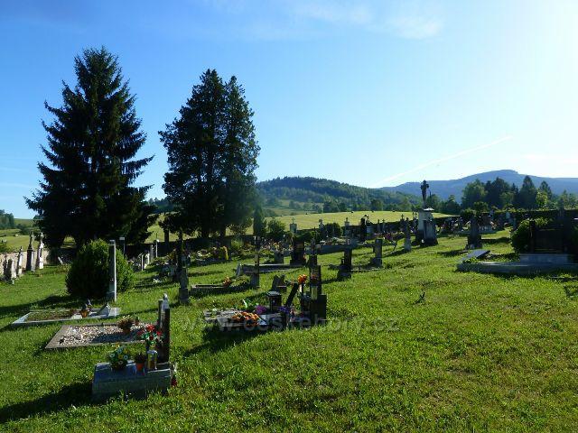 Nové Losiny - hřbitov, v pozadí vrch Losín