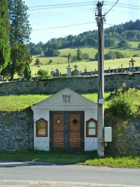 Nové Losiny - kaplička u silničky pod hřbitovem