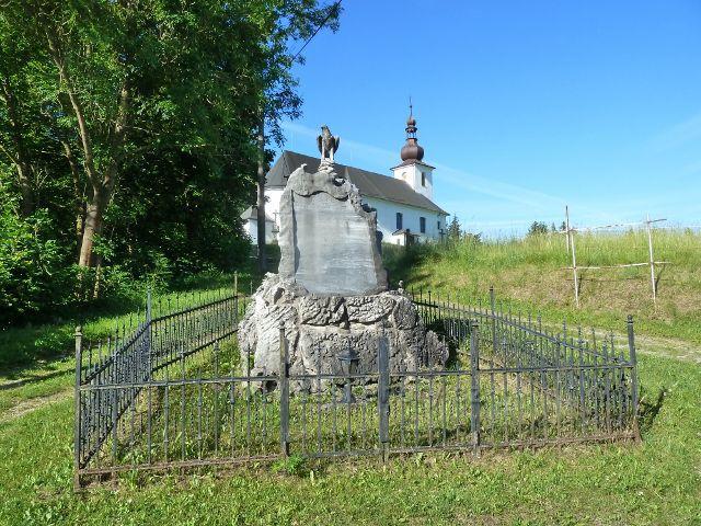 Nové Losiny - pomník u silničky pod kostelem sv. Isidora