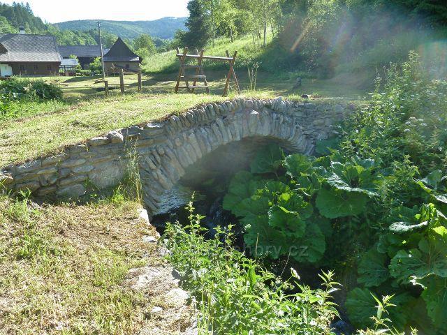 Nové Losiny - kamenný klenutý mostek přes Novolosinský potok
