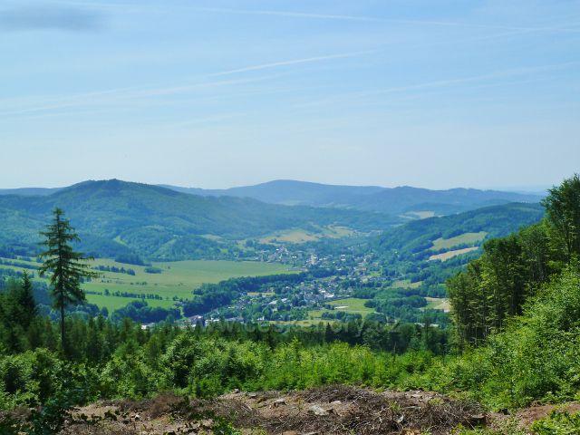Loučná - pohled do údolí Desné k Rejhoticím
