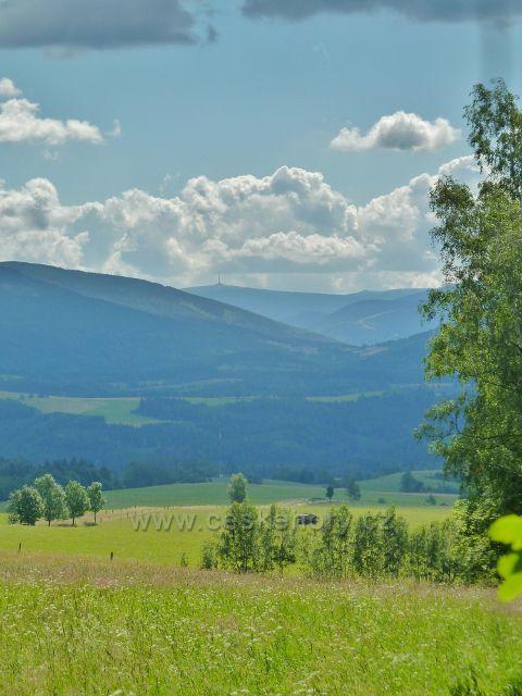 Chrastice - pohled z cesty po modré TZ do Hynčic na Praděd
