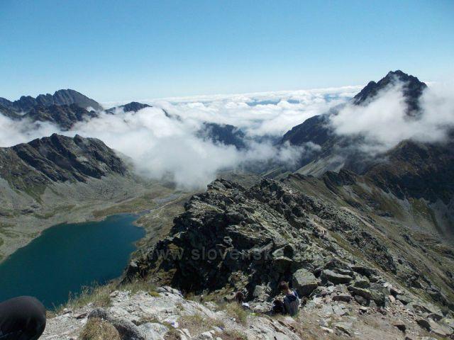 Hincovo pleso a údolí v oblacích