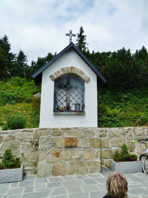 Lysá hora - výklenková kaplička u  Bezručovy chaty