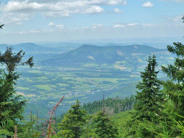 Lysá hora - pohled od Bezručovy chaty k Ondřejníku