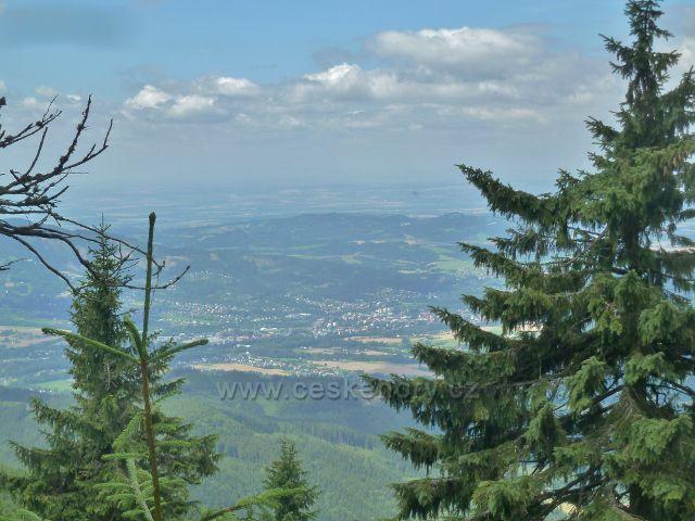 Lysá hora - pohled z cesty po modré TZ na Malchor k Frýdku-Místku