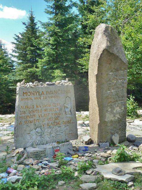 Lysá hora - památník Ivančena