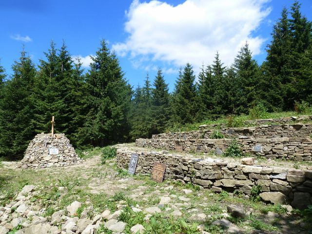 Lysá hora - mohyla a památník Ivančena