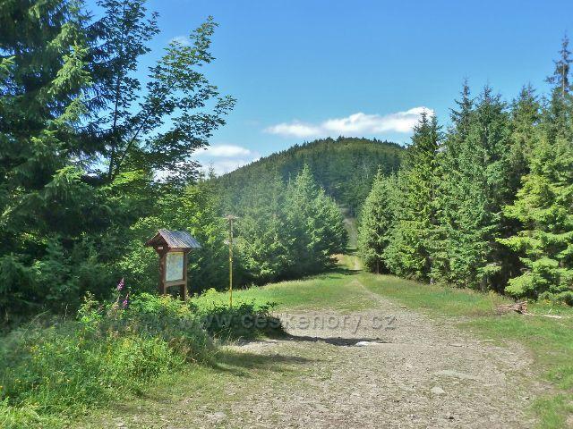 """Lysá hora - rozcestí """"Ivančena(mohyla), 825 m.n.m."""