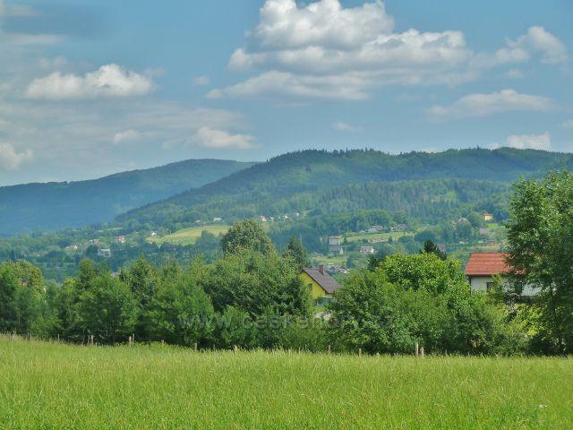 Pohled z cesty po žluté TZ z Křivé do Hrádku, pásmo Slezských Beskyd nad Hrádkem