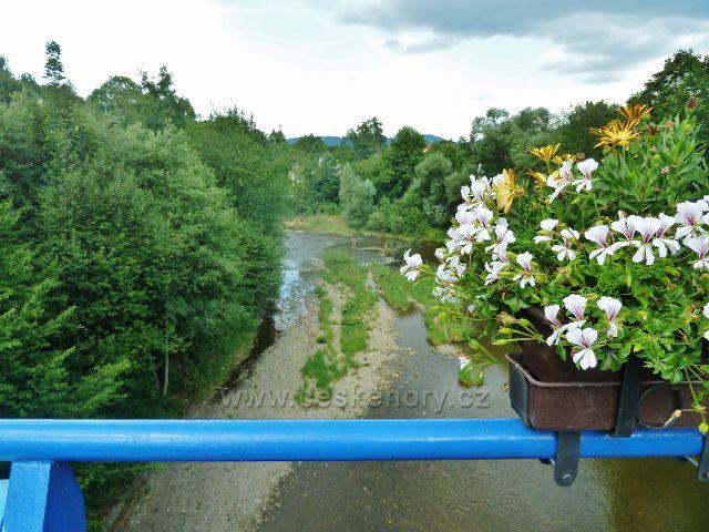 Hrádek ve Slezsku - pohled na Olši z mostu před nádražím ČD