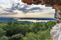 Zřícenina hradu Děvičky - pohled směrem na Horní Věstonice a Nové Mlýny