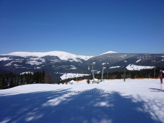 Sněžka a Studniční hora ze sjezdovky Javor