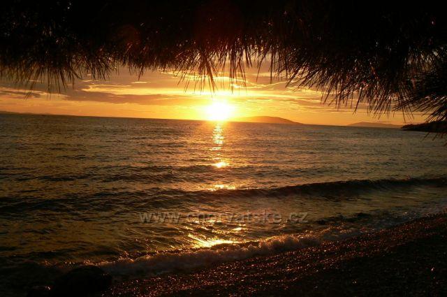 západ slunce,v pozadí Hvar