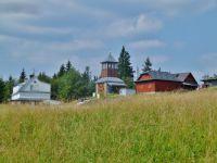 Kamenná chata a rozhledna Tetřev