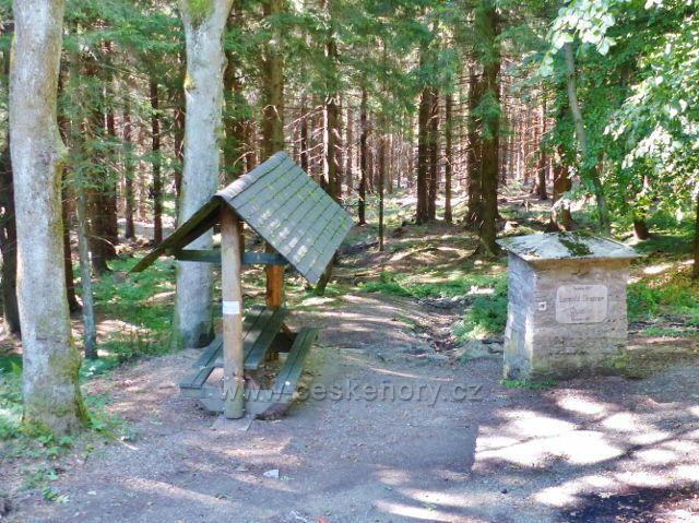 Malá Morava - Rudolfův(Grubnerův) pramen s turistickým přístřeškem