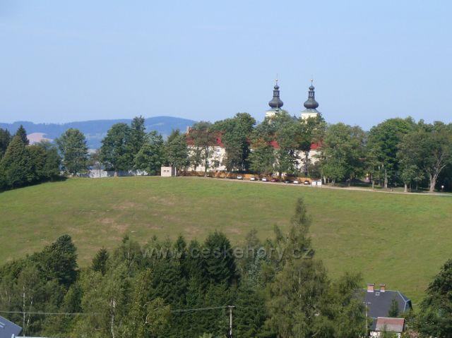 Dolní Hedeč - pohled z úbočí Valu na klášter na Mariánském kopci(769 m.n.m.)